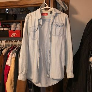Light wash wrangler button up / size small